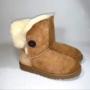 Ugg One Button Bailey- flawed